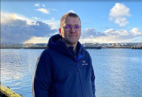NEDGANG: I likhet med andre fiskebruk langs kysten, har Vardøbruket AS hatt lavere aktivitet de siste årene. Det har gitt seg utslag i lavere inntekter. Daglig leder Fred Evensen sier at bakgrunnen er blant annet er den nye ferskfiskordningen og en nedgang i torskekvoten for fiskerne.
