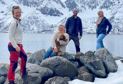 ØNSKER TILBAKEMELDINGER: Trine Nordstrøm (t.v.), Maya Lund, Erik Prestgaard og Sabine Bader er legene som nå skal skape en kontimutet på legefronten i kommunen. De jobber i en turnusordning og de ønsker tilbakemeldinger fra innbyggerne i Loppa. Sabine Bader ønsker å forbedre prosjektet, men trenger da innspill fra brukerne. - Vi vil ha deres tanker om prosjektet.