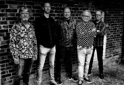 – En intim konsert med Levi Henriksen & Babylon Badlands er en konsertopplevelse som ikke kommer rekende på ei fjøl i tide og utide, sier Vidar Dahl ved Vatn bistro i Åsen.