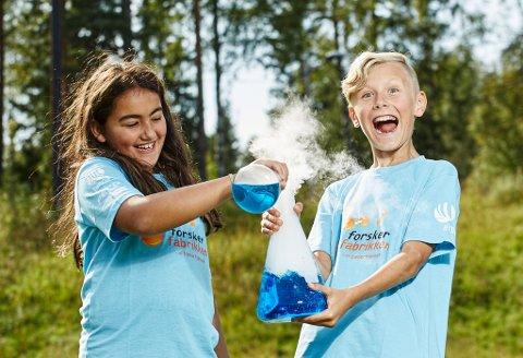KULE EKSPERIMENT: Forskerfabrikken er tilbake og avholder tidenes tredje sommerskole i Aurskog denne sommeren.