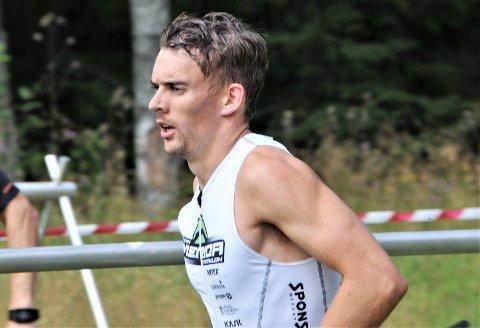 NY PERS OG NM-KLAR: Etter å ha senket sin bestenotering på 10.000 meter med et halvt minutt, kvalifiserte Mathias Oppegaard fra Bjørkelangen seg for NM-start på 10.000 meter i Haugesund om to måneder. Foto: Øivind Eriksen