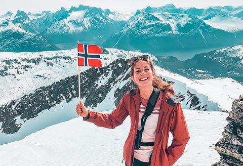TROSSER HØYDESKREKKEN: Til tross for sterk høydeskrekk, bestiger Torunn Melnes fra Hemnes fjell på fjell.