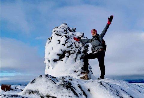 HEKTA PÅ FJELLTOPPER: Annette Soleng på toppen av Vådlandsknuten, 811 meter over havet, mellom Madland og Gilja i Gjesdal kommune.