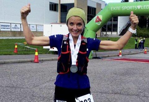 Vinner: Jeanette J. Vika (37) fra Gullhaug var raskeste kvinne under beinharde Hof Toppers forrige helg. – Så fort negative tanker dukker opp, så smier jeg bare, sier hun. Foto: Privat