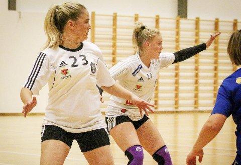 Målene rant inn for Andrine mot Drammen: Andrine Tandberg (i midten) scoret sju av Holmestrands mål i kampen mot Drammen BUL i helgen. Foto: Erik Modal