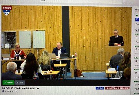 EIENDOMSSKATTEN INNFØRT: Frps Jan Fredrik Vogt (på talerstolen) fremmet forslag på vegne av opposisjonen om ikke å innføre eiendomsskatt, men fikk ikke flertall.