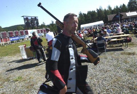 JOBBER VIDERE: Hroar Odden, lederen i Kongsberg skytterlag, er på Landsskytterstevnet både som skytter og jobber også med planene for Landsskytterstevnet i Kongsberg i 2024.FOTO: OLE JOHN HOSTVEDT