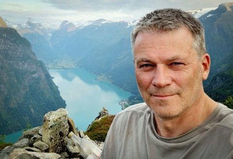 Blir brannsjef: Thor Inge Navelsaker har lang erfaring som brannmann - nå rykker han helt opp til topps. Her fotografert på en ferietur.