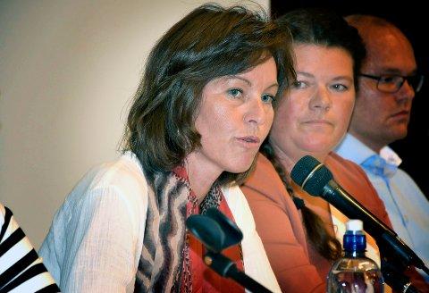 Overrasket: Aps Tonje Evju (t.v.) er oppgitt over at sentrumspartiene har inngått samarbeid med Høyre og Frp. Her sammen med Kathy Lie (SV) og Espen Lahnstein (Sp).  Foto: Cecilie Johannessen