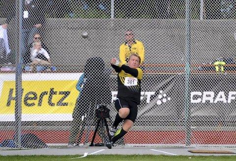 TIL TOPPS: Martin Kornerud ble i helgen norsk juniormester i slegge. Her fra en konkurranse i august i fjor.