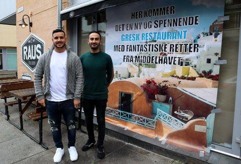 NÆRMER SEG: Suleyman Uzbas og Saleh Pourya utenfor lokalene som i midten av september åpner som Elia Greek Restaurant. Foto: Tina Aardahl