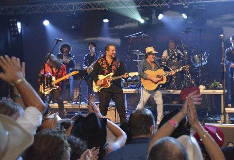 GJENSYN: The Mavericks gjorde stor suksess da de besøkte Lofoten Countryfestival i 2014. Til neste år er det tilbake igjen.