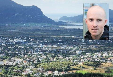 Eiendomsmegler Fredrik Bakkejord hos Eiendomsmegler1 mener at prisøkningen på Vestvågøy blant annet skyldes at ikke alle nå føler at de absolutt må bo på Leknes.