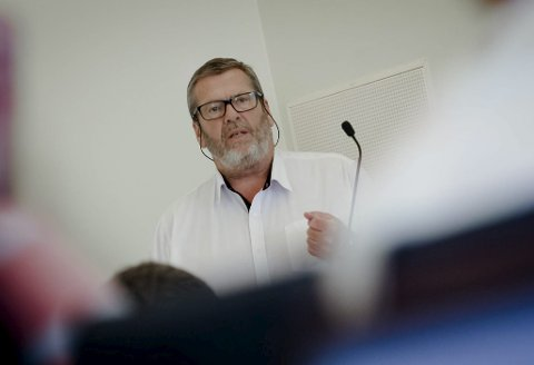 PÅ BAKBEINA: Tom A. Ludvigsen (Ap) mener regionreformen er tilnærmet idiotisk og at Vestby får liten glede av en storregion med Buskerud og Østfold. – Oslo og Akershus, eller ingenting, sier Vestbys ordfører.