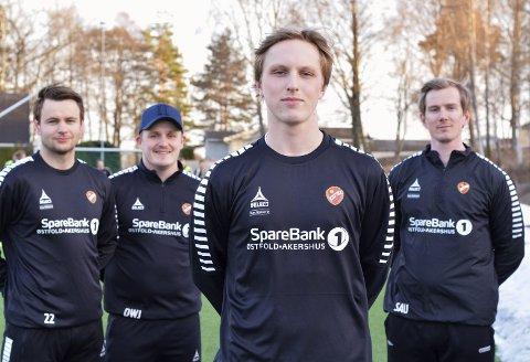 Vil opp: Johan Rismark (foran) blir en viktig brikke i Rygge denne sesongen. Bak ham står trenertrioen, hovedtrener Simen Uggerud (f.h.) og hjelpetrenerne Didrik Johansen og Hans-Martin Roer. Begge foto: Petter Andresen