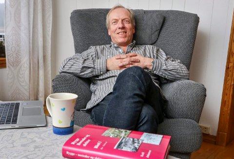 STORT PROSJEKT: Lokalhistoriker Ketil Johansen har planer om tolv bind med bygdebøker om Rygge. Nå er han derdig med bind 3.