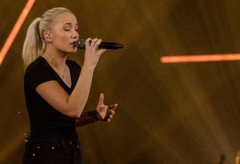 VIDERE MED ET NØDSKRIK: Maren Emilie Kløven Lein (20) er videre i «The Voice», etter at mentor Espen Lind hentet henne inn i varmen igjen.