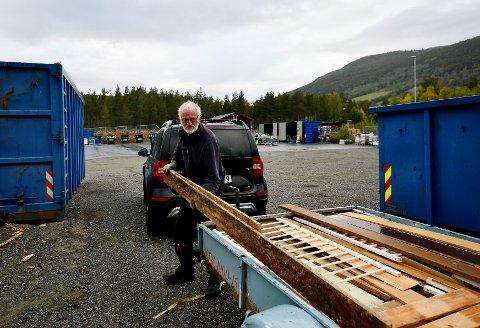 Per Sperstad bruker miljøstasjonen i Heidal ofte og fortel at han er glad han slepp å køyre til Otta eller Vågå.