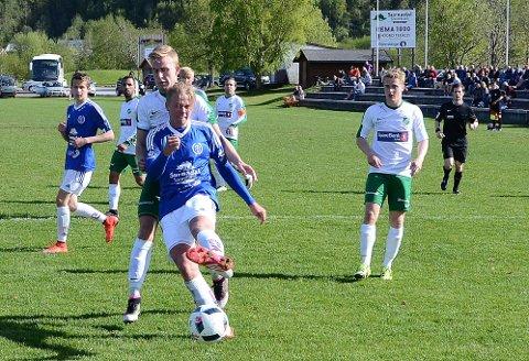 OMKOM: Snorre Larsen (med ball) var en aktiv frilufts- og idrettsmann, tidligere for Surnadal. Fredag omkom han i en fallulykke under jakt i Nordland. Foto: Tidens Krav