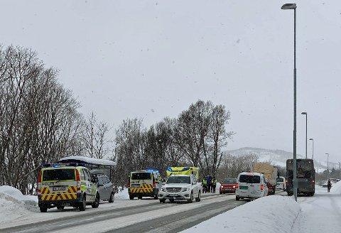 ULYKKE: En person ble påkjørt av en buss ved Storelva torsdag morgen. Velforeningen og bydelsrådet har flere ganger etterspurt tryggere trafikksikkerhet ved busstoppet.