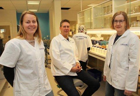 TIL TROMSØ: Daglig leder Karianne Jakobsen, avdelingsingeniør Svein Harald Hammer og laboratorieleder Inger Alstad.
