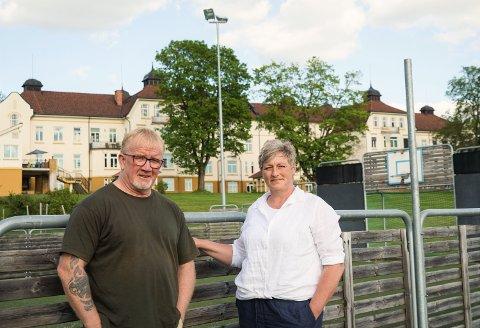 TILLITSVALGTE: Leder Kari Koll og nestleder Erik Dahlén i Fagforbundet på Reinsvoll psykiatriske sykehus. Bildet er tatt i juni.