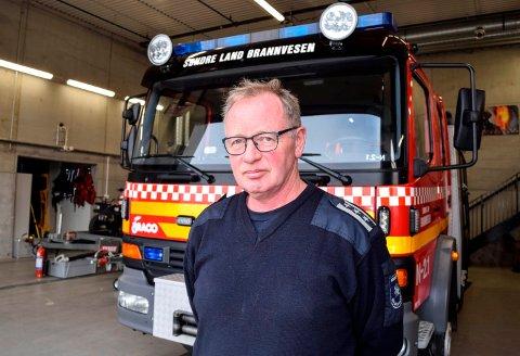 MODEN FOR UTSKIFTING: Brannsjef Hans Martin Søfferud ser fram til å skifte ut den 20 år gamle brannbilen med en ny.