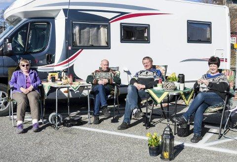 Mobil ferie: Randi og Steinar Stensland fra Hokksund og Mona og Tor-Ivar Paulsen fra Modum har valgt en form for feriering som gir dem ekstra stor frihet.