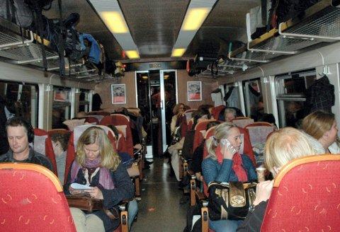 FLERE: Pendlere mellom Alvdal og Røros mener flere ville reist kollektivt hvis det blir satt opp et tog som ankommer Røros tidlig på morgenen samt at et pendlerklippekort kunne innføres på linje med det felles månedskortet for buss og tog i regionen.
