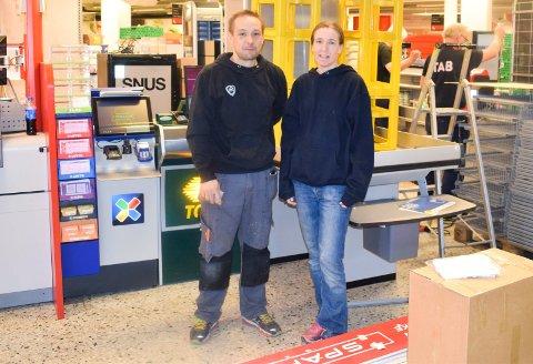 Espen Omli Landsrød er tredje generasjon driver av butikk på Føynland. Her står han sammen med Heidi Landsrød. Bildet ble tatt i forbindelse med en større oppussing av butikken for et par år siden.