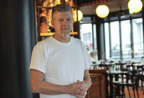 LIVETS RETT: Robert Lind legger ikke skjul på at det er utfordrende å skulle drive restaurant alene i øvre del av Storgata, men mener uansett at Cafe Osebro har livets rett.