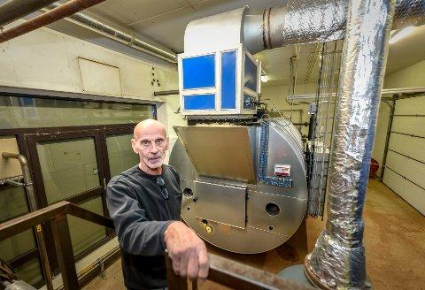 Kvikk vask og rens as. Høvdingen Kjell Kristoffersen har lagt om drifta til gassfyrt steamkjele.