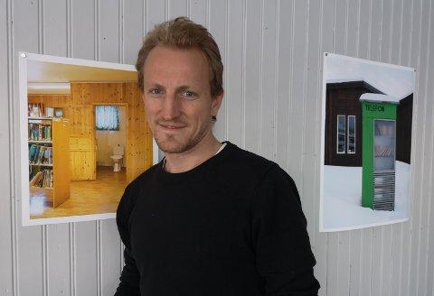Jo Staube er på plass når museet på Nesna åpner utstillingen Det norske biblioteket lørdag.