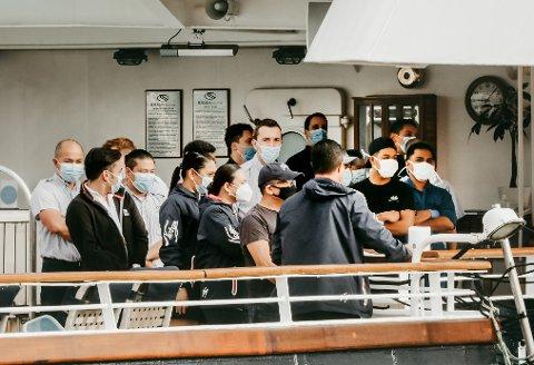 Corrona. Starter testingen av besetningen ombord på Seadream Nelly ved kai i Bodø.