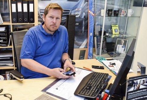 Salgskonsulent Per-Otto Nilsen hos Bertel O. Steen Ringerike synes det er uakseptabelt at store bedrifter må leve uten mobildekning over flere dager.