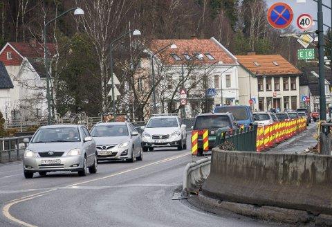 Biltrafikken må vike for de myke trafikantene, og bybrua må forbeholdes kollektivtrafikk, mener Høyre-duoen Bye Jøntvedt/Kammerud.