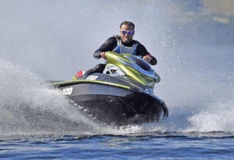 Vannscooterforskriften oppheves med umiddelbar virkning, og sidestiller farkosten med en fritidsbåt. Kommunene har fortsatt mulighet til å tilpasse eget regelverk.