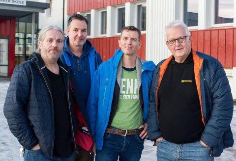 BUDSJETT-KAMERATER: Bård Brørby, Arvid Udo de Haes, Lennert Hug og Kjetil Bredesen er enige om Jevnaker-budsjettet.
