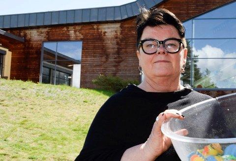 VANSKELIG: Styreleder Anita Haugland Gomnæs ser at det er vanskelig å drive Ringeriksbadet uten tilskudd fra kommunene.
