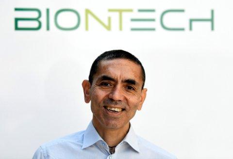Ugur Sahin, sjef for det tyske vaksinefirmaet BioNTech, kommer med tidspunkt for når livet kan gå tilbake som normalt. Foto: Fabian Bimmer (Reuters)