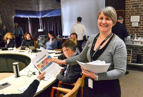 ORIENTERER: Kommuneplanlegger Anne Therese Anvik orienterte nylig formannskapet om de kommende folkemøtene. FNs bærekraftmål er lagt til grunn for arbeidet.
