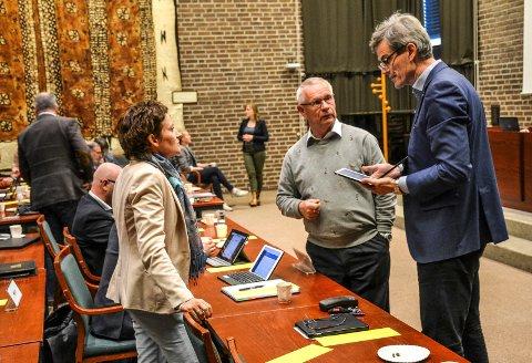 TO JA - OG ÉN PÅ VENT: Han har vært lokalpolitiker siden 1991, og ordfører siden 2003. Nå sier Bjørn Ole Gleditsch (H) ja til å fortsette. Anne Strømøy (t.v.) går også på en ny periode, mens gruppeleder Tor Steinar Mathiassen (midten) er i tenkeboksen.