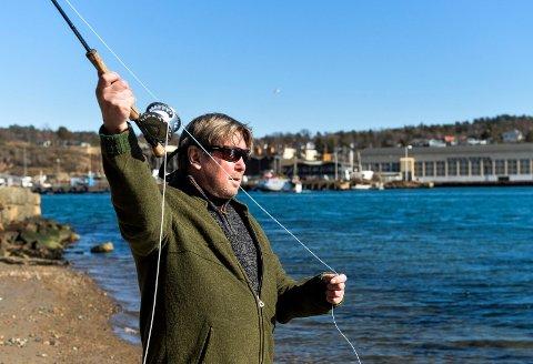 Tore Guthu fra Sandefjord Forvaltningsråd For Anadrom Laksefisk, er bekymret for sjøørreten.
