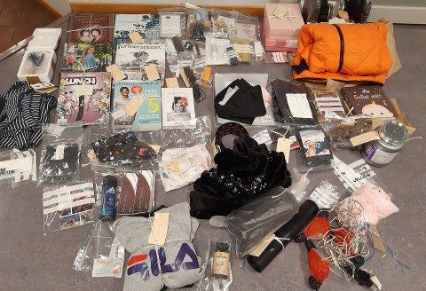 BESLAG: I desember og januar stjal en person post fra postkasser i Sandefjord. Gjenstandene på bildet er fortsatt ikke hentet av eierne.