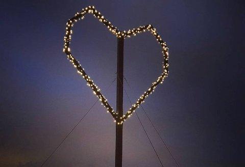 Kåre Langhelle vet enda ikke hvem som har satt opp hjertet på Ragnhildnuten, men gleder seg veldig over stuntet.