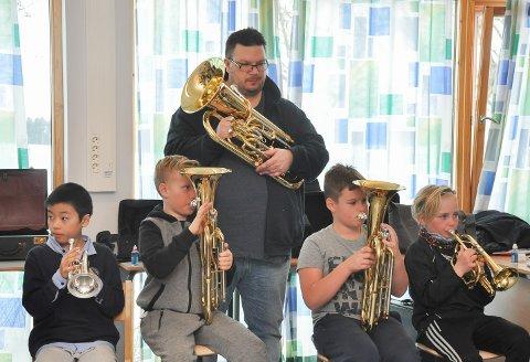 Baryton er et populært instrument, og Henrik Dagestad-Dalhaug er prosjektets messingekspert. Foran ser vi Jonas Sørlie, Daniel Hansen og Christian A. Jensen.