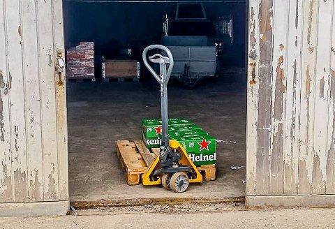 50 kasser med øl ble stjålet natt til torsdag 10. juni ved Momarken.