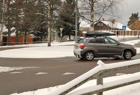 På vinteren blir det ofte svært glatt i rundkjøringene, da er det ekstra viktig å avpasse farten etter forholdene.