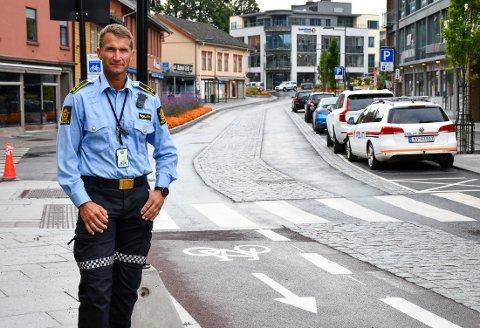 UTRYGT: – Det bør ikke være sykkelfelt og parkering på hver side av en enveiskjørt gate, mener Bruun.