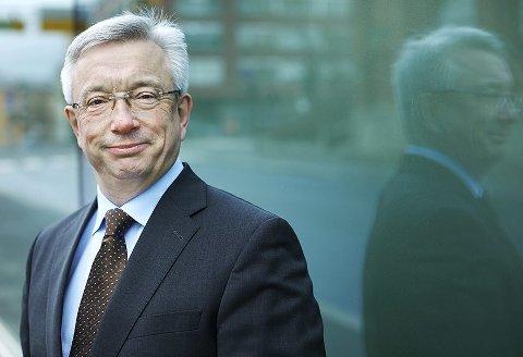 Tidligere statsråd Karl Eirik Schjøtt-Pedersen har ledet arbeidet med rapporten som kommer med anbefalinger om hvordan man kan få lagt flere statlige arbeidsplasser til Møre og Romsdal.